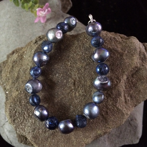 Blue/silver dyed fresh water pearl stretch bracelet