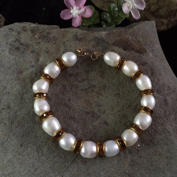 White fresh water pearl 8-10mm with gold colour glass rondelle bracelet