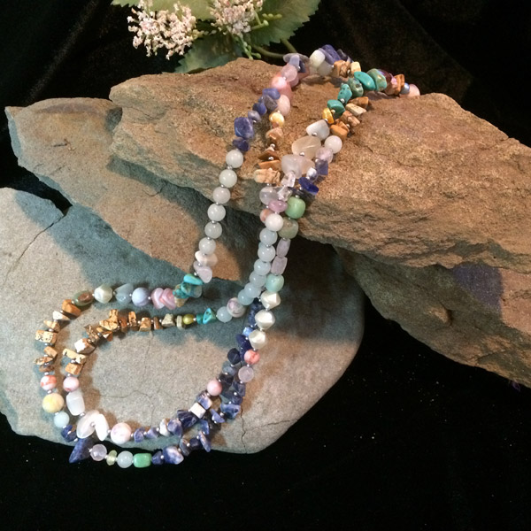 Multi-coloured chip bead necklace with variety of stones. Agate, shell, lapis lazuli, aquamarine, pearl, turquoise, chrysoprase