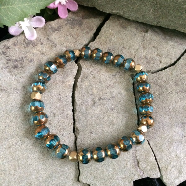 teal-glass-gold-bracelet